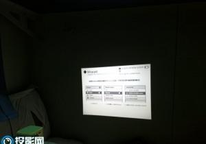 微麦M100投影特意出差在火车上试试,躺在卧辅上看电影很爽